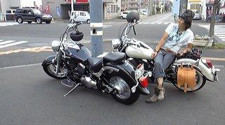 バイク2台ファミマ前.jpg